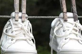 Как избавить обувь и ноги от неприятного запаха