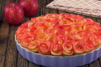 Шедевр на десерт: для этого великолепного пирога нужно лишь тонко нарезать яблоки