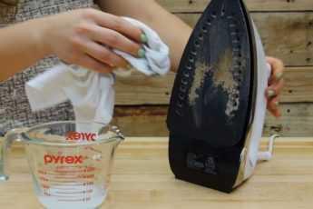 Как очистить утюг от грязи: