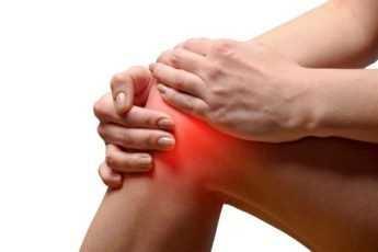 Мучают боли в коленях? Попробуйте эти народные средства – и быстро увидите результат